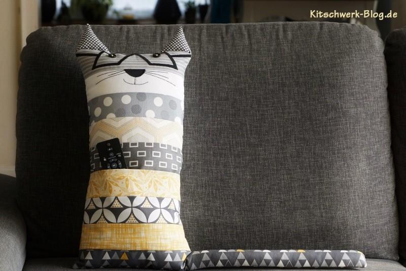 diy kissen fernsehkatze kitschwerk. Black Bedroom Furniture Sets. Home Design Ideas